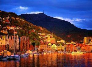 Bergen at sunset by Willy Haraldsen, Visit Bergen