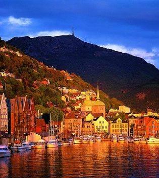 Bergen at sunset by Willy Haraldsen, Visit Bergen