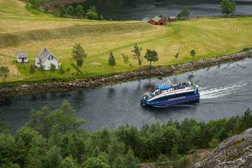 Cruise to Mostraumen by Rodne Fjordcruise