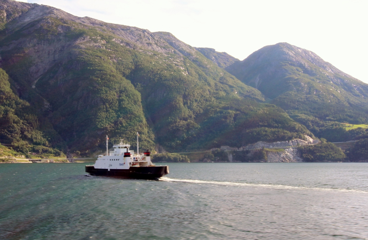 Ferry crossing the Hardangerfjord. Photo by Rita de Lange, Fjord Travel Norway