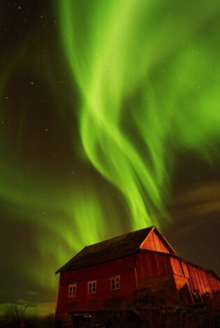 Magic Northern Lights in Norway. Photo By Gaute Bruvik, Nordnorsk Reiseliv