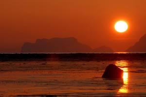 Midnight sun. Photo by Graham Austick, Nordnorsk Reiseliv