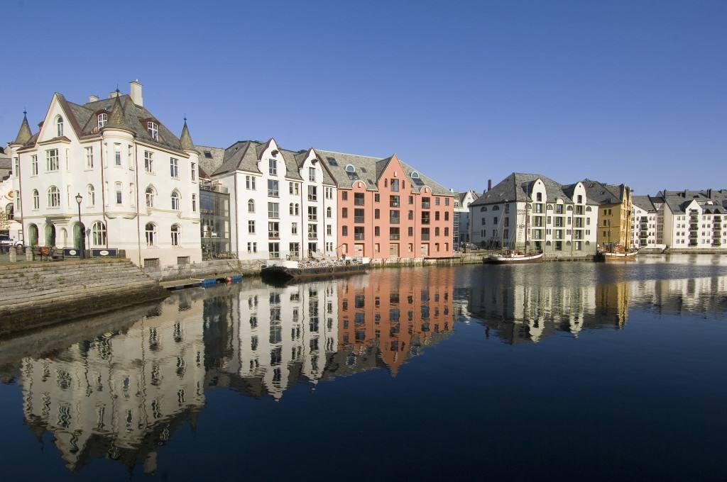 Brosundet canal, Alesund. Photo by Terje Rakke, Nordic Life, Dest Alesund & Sunnmore