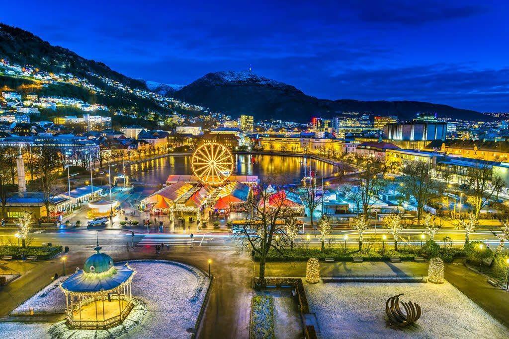 Christmas market in Bergen by Robin Strand, Visit Bergen