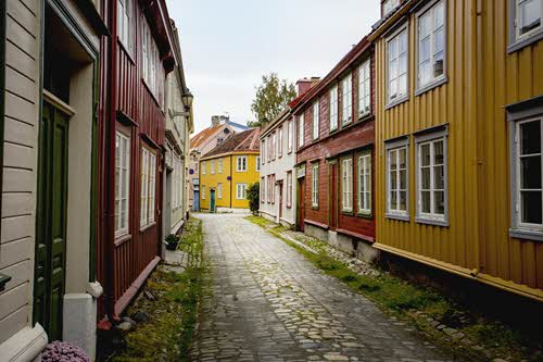Colourful wooden buildings in Trondheim by Jan Ove Iversen, Visit Trondheim