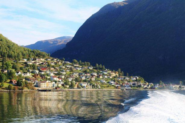 Sognefjord cruise, leaving Aurland village. Photo by Rita de Lange, Fjord Travel Norway