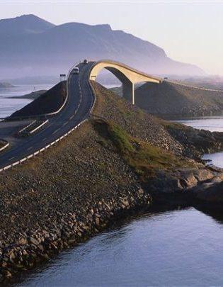 The Atlantic Ocean road. Photo by Terje Rakke, Nordic Life/Innovation Norway