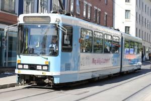 Blue tram in Oslo. Photo by Rita de Lange, Fjord Travel Norway