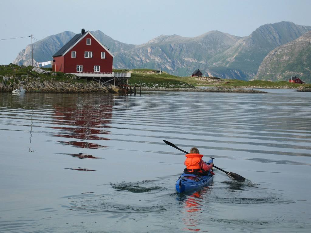 Kayaking in North Norway. Photo by NordNorsk Reiseliv, www.nordnorge.com