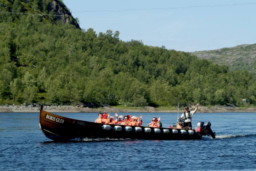 Riverboat safari, Pasvik river. Photo by Trym Ivar Bergsmo, www.nordnorge.com