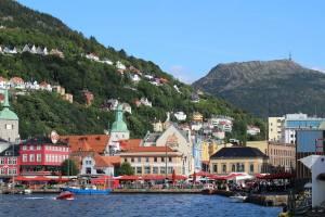 Bergen Norway, the Fish Market, hillsides and mount Ulriken. Photo by Rita de Lange, Fjord Travel Norway