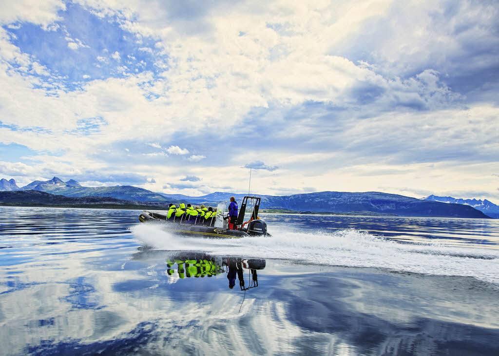 RIB safari to Saltstraumen by Madis Sarglepp, Hurtigruten