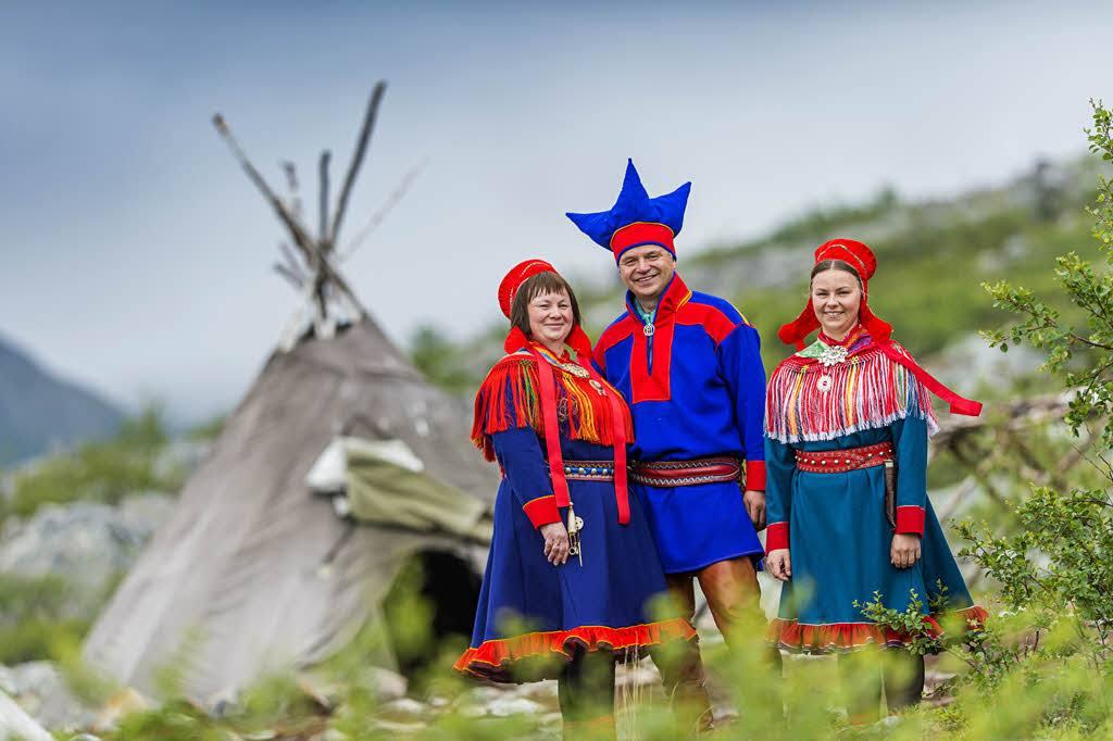 Sami people by Orjan bertelsen, Hurtigruten