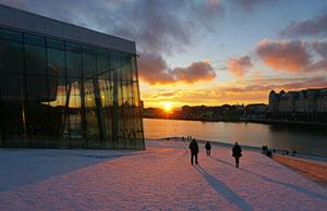 Winter evening at Oslo Opera House by Tord Baklund, Visit Oslo