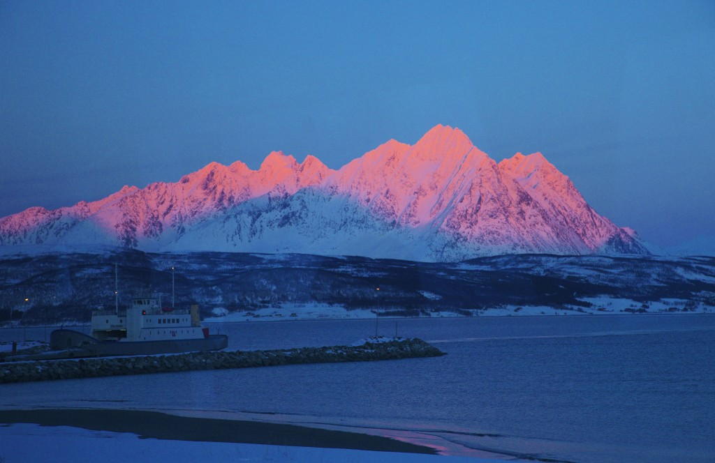 Christmas cruises in Norway - Arctic light in Tromso. Photo by Shigeru Ohki, Nordnorsk Reiseliv