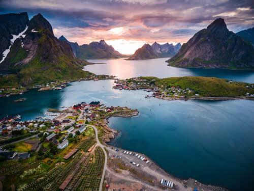 Beautiful Lofoten Islands by Shutterstock, Hurtigruten
