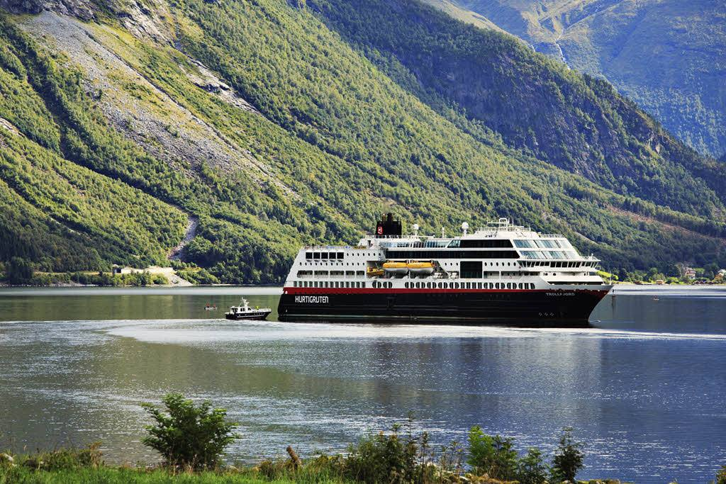 Hurtigruten by Madi Sarglepp, Hurtigruten