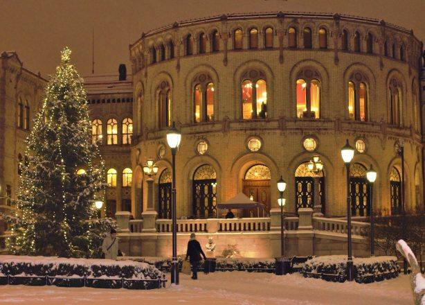 Christmas in Oslo; the Parliament building. Photo by Rita de Lange, Fjord Travel Norway