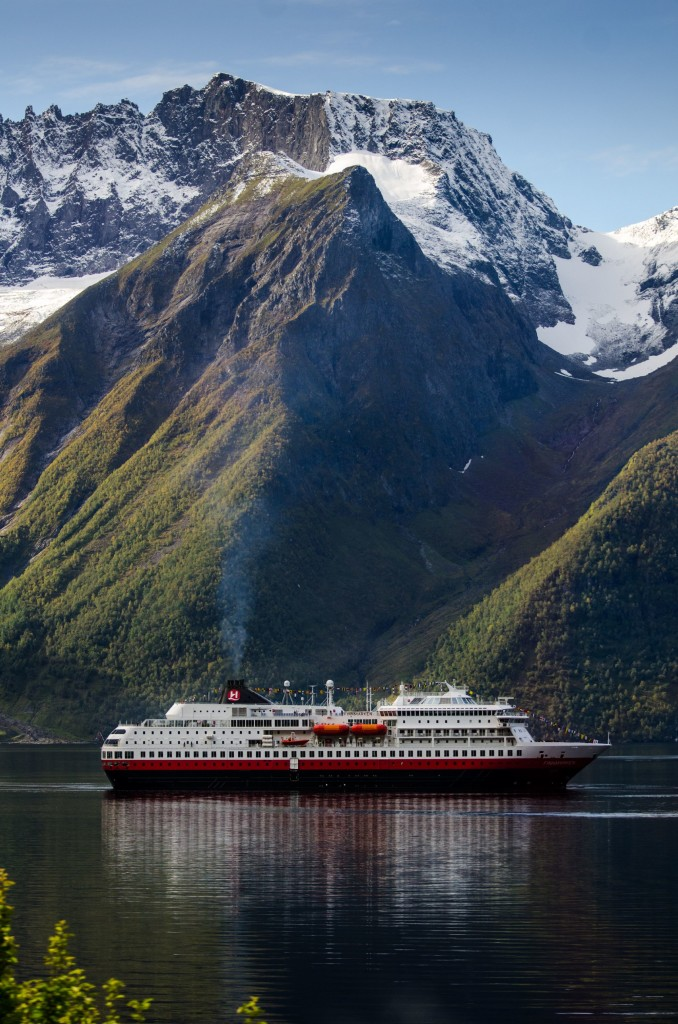Hurtigruten in the Hjorundfjord. Photo by Simen Fangen, Hurtigruten