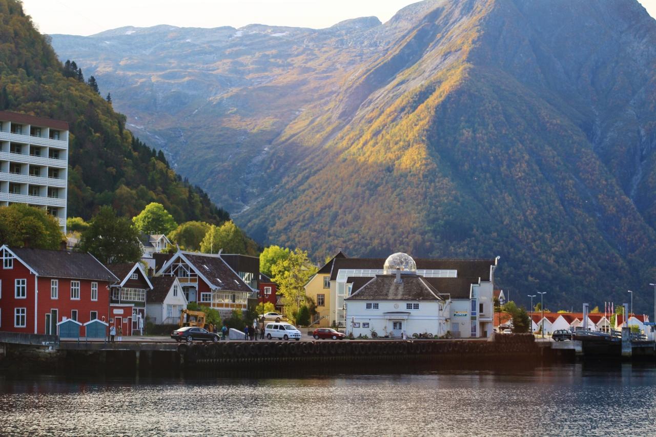 Balestrand village, Sognefjord. Photo by Rita de Lange, Fjord Travel Norway