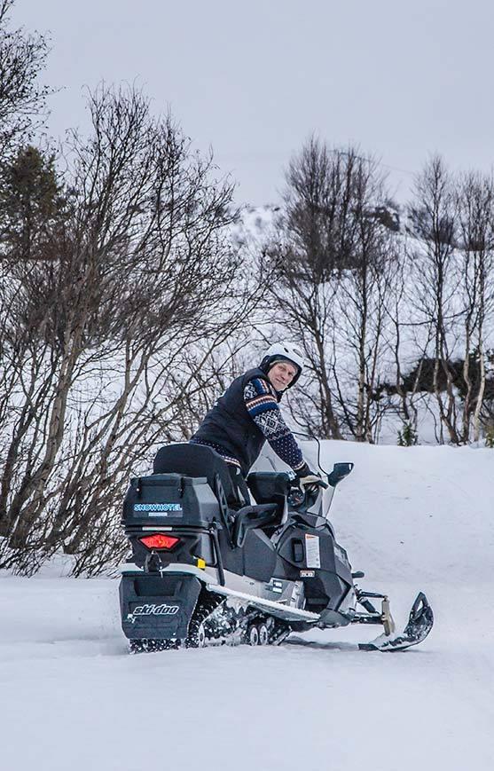 Snow mobile safari. Photo by Kirkenes Snow hotel