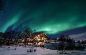 Snow hotel service building, Northern Lights. Photo by Kirkenes Snow hotel