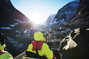 Arriving to Undredal by Thea Hermansen, Flam Guideservice