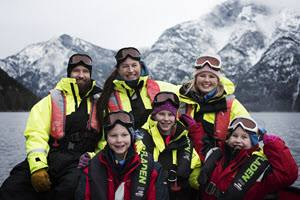 Family on Fjord Safari Flam by Thea Hermansen, Flam Guideservice