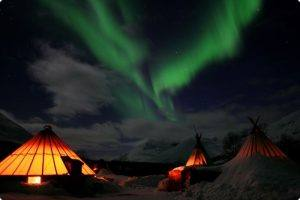 Sami Tent Camp Tamok. Photo by Lyngsfjord Adventures