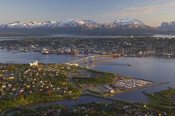 Tromso. Photo by Bard Loeken, Nordnorsk Reiseliv