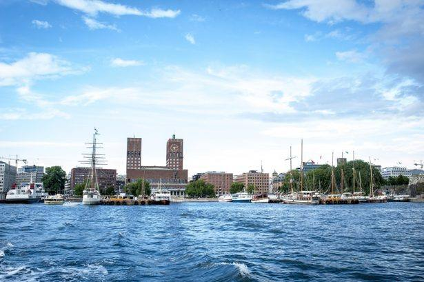 Oslo City Hall seen from the water by Thomas Johannessen, Visit Oslo