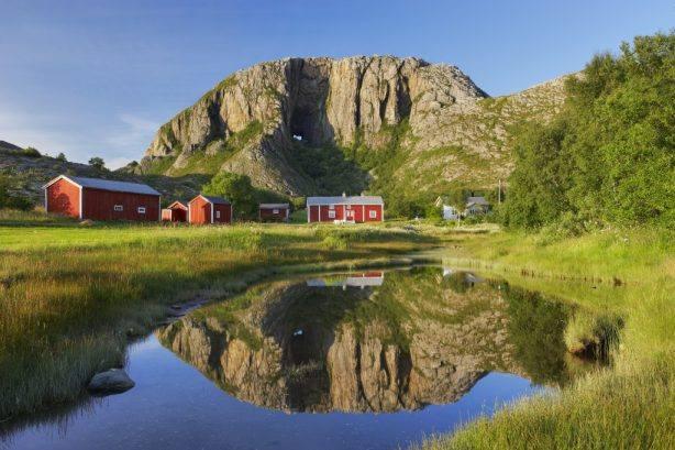 The Arctic coast of Norway, Bronnoy - Torghatten mountain. Photo by Baard Loeken, Nordnorsk Reiseliv