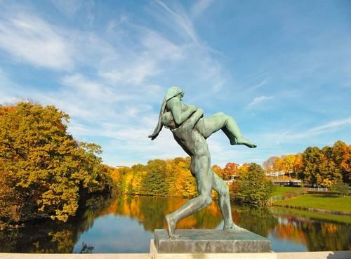 Autumn in Vigeland Sculpture Park by Tord Baklund, Visit Oslo
