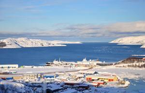 Kirkenes in winter by Eivind Lande, Hurtigruten