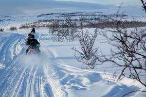 Snowmobile trip Norway by Konrad Konieczny, Nordnorsk Reiseliv