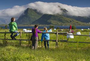 Familie auf den Lofoten, CH, Visit Norway